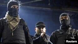Дмитро Ярош із охоронцями виступає на майдані Незалежності в Києві під час Революції гідності, 21 лютого 2014 року (ілюстраційне фото)