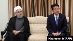 Japanese Prime Minister Shinzo Abe (right) and Iranian President Hassan Rohani in Tehran on June 13.