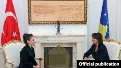 Presidentja Atifete Jahjaga dhe Ambasadorja e Turqisë, Kivilcim Kiliç