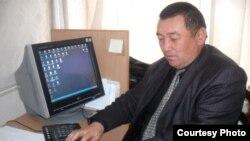 Кыргыз сатириги жана жазуучусу Азизбек Келдибеков. 2011-жылдын 6-январы.