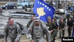 Foto nga arkivi -- Vushtrri, 2015, pamje nga një ushtrim i përbashkët i ushtrisë amerikanë dhe FSK-së