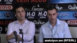 Փաստաբաններ Տիգրան Եգորյանը (ձ) և Վարդգես Շուշանյանը լրագրողների հետ հանդիպմանը: 9-ը օգոստոսի, 2016 թ․