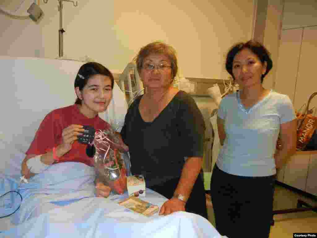 14-летнюю Жылдызбек кызы Айчурек, спасшую своих братьев от наезда автомобиля, повторно прооперировали в Швейцарии.