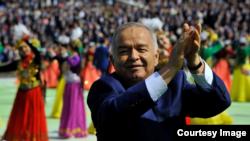 Өзбекстан президенті Ислам Каримов Наурыз мейрамы кезінде билеп жүр. Ташкент, 21 наурыз 2015 жыл.