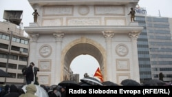 Отворање на Триумфалната капија, осносно Порта Македонија, дел од проектот Скопје 2014.