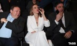 Голова наглядово ради Alfa Group Михайло Фрідман разом з телеведучою Ксенією Собчак і її чоловіком, актором Максимом Віторганом
