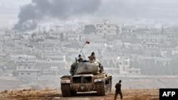 Сириямен шекара маңында тұрған Түркия әскери танкі. (Көрнекі сурет)