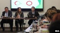 Сабина Факиќ и Герман Филков од Центар за граѓански комуникации.
