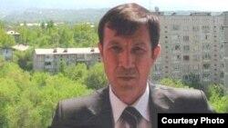 Өзбекстандық құқыққорғаушы әрі тәуелсіз журналист Дилмурод Саидовтың сотталғанға дейін түскен суреті.