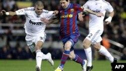 Барселона мен Реал Мадрид командаларының арасындағы ойын. (Көрнекі сурет)