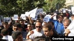 تجمع اعتراضی در مقابل فرمانداری مریوان