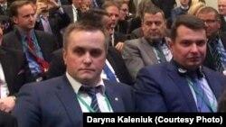 Назар Холодницький (л) і Артем Ситник на Глобальному форумі з повернення активів у Вашингтоні
