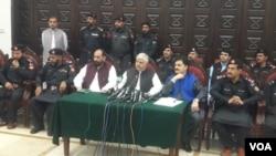 د خیبر پښتونخوا اعلا وزیر محمود خان له خاصه دار ځواک سره خبري غونډه کوي.