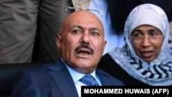 شبکه تلویزیونی العربیه به نقل از منابعی در حزب کنگره ملی یمن کشته شدن علی عبدالله صالح را تایید کرده بود.