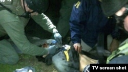 Подозреваемый в организации взрывов в Бостоне Джохар Царнаев во время ареста. Уотертаут, 19 апреля 2013 года.