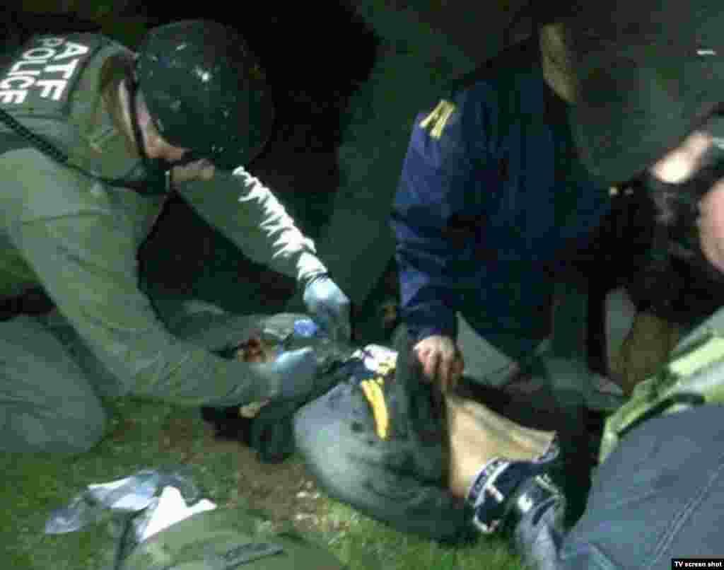 Задержание 19 апреля Джохара Царнаева в городе Вотертаун, штат Массачусетс. Как сообщается, он был ранен во время задержания, находится в больнице. Его брат Тамерлан был убит в тот же день в перестрелке с полицией.
