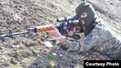 Армения - Женщина-снайпер (Фотография - Hayzinvor.am)