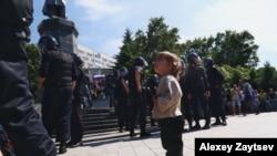 Sa protesta u Vladivostoku koji je u vremenskoj zoni sedam sati ispred Moskve