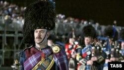 Московский фестиваль продолжает традиции знаменитого Эдинбургского фестиваля военных оркестров, который ежегодно с 1950 года проходит в столице Шотландии
