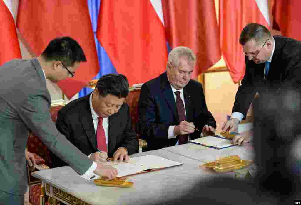 С президентом Чехии Милошем Земаном во время подписания соглашения о партнерстве 29 марта