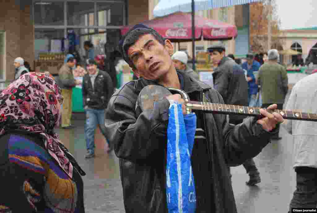 A blind Uzbek musician sings in a Tashkent market. - Photo by a citizen journalist