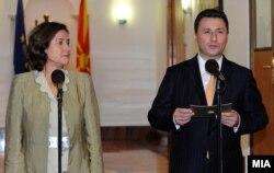 Директорката на Директоратот за проширување на ЕУ за Македонија, Александра Кас Грање и премиерот Никола Груевски.