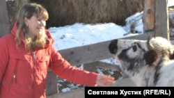 Зоя Сахнова со своей буренкой
