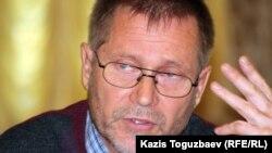 Тәуелсіз журналист Сергей Дуванов.