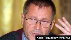 Сергей Дуванов, независимый журналист и правозащитник. Алматы, 23 октября 2012 года.