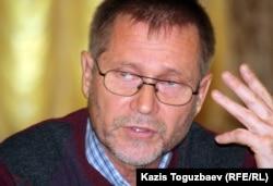 Сергей Дуванов, журналист и правозащитник. Алматы, 23 октября 2012 года.