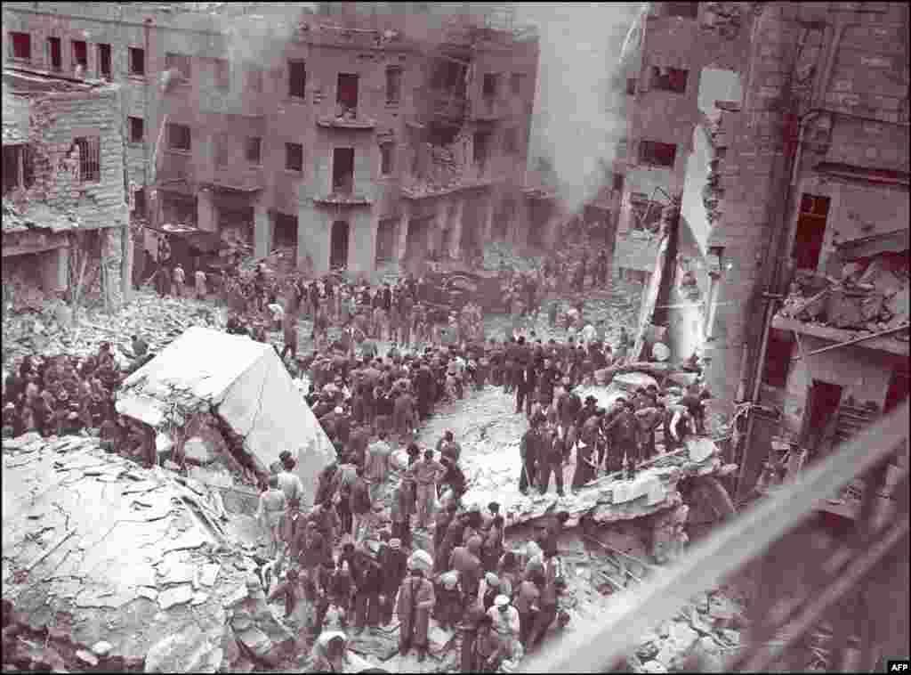 Напередодні оголошення про незалежність, після ухвалення Генеральною асамблеєю ООН резолюції №181, що передбачала створення двох держав – єврейської та арабської, в Єрусалимі, куди масово поселялися іудеї з усього світу, був здійснений теракт проти євреїв