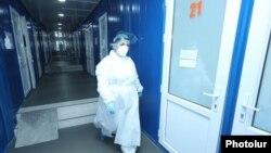 Медработник одной из больниц в Армении. Иллюстративное фото.