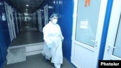 Медработник в больнице в Армении. Иллюстративное фото.