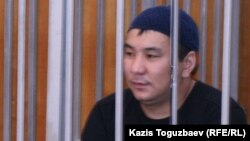 """Ерғанат Тараншиев """"Шаңырақ ісі"""" бойынша сотта тұр. Алматы, 13 қыркүйек 2007 жыл."""
