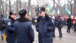 Дніпропетровський Євромайдан «у масках і касках»