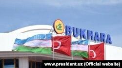 Здание аэропорта Бухары.