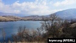 Аянское водохранилище на окраине села Заречное