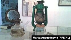 Босния согушуна арналган музейдеги буюмдар