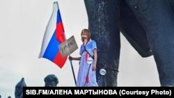 Ксения Сухоруких на акции в Новосибирске