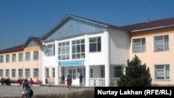 Бесағаш ауылындағы №28 мектеп. Алматы облысы Талғар ауданы, 3 сәуір 2012 жыл.