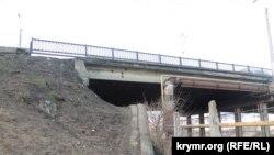 Ремонтные работы на Горьковском мосту в Керчи