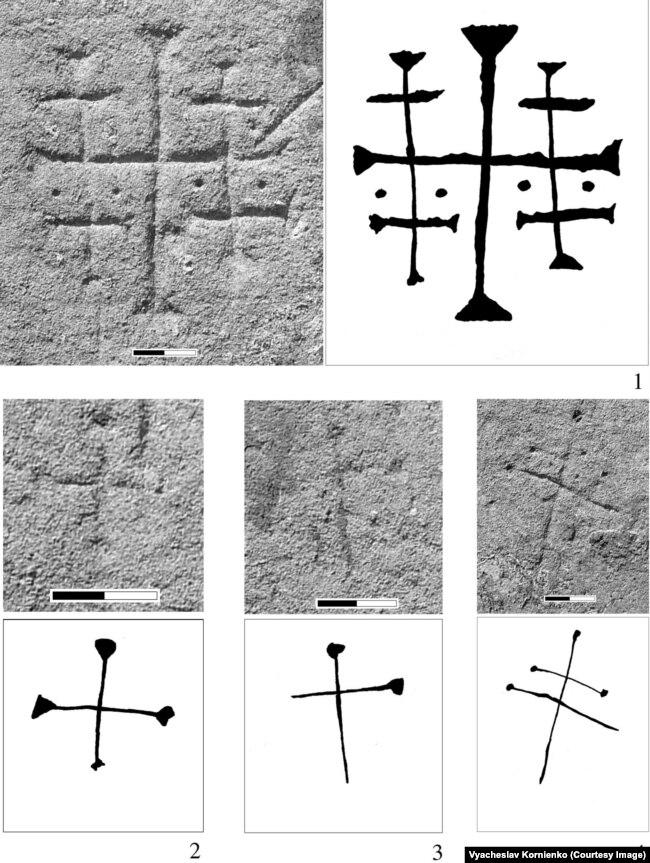 Хрести, зображені на стінах