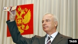 Adygeya's Aslan Tkhakushinov at his swearing-in ceremony in Maikop in 2007