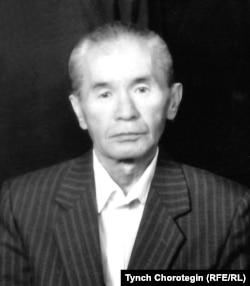Маркум профессор Өмүркул Караев (1930-2002).