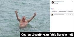 Депутат крымского парламента Сергей Шувайников открывает купальный сезон 2019 года в Алуште в мае 2019 года
