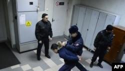 Россияда полиция ходимларининг муҳожирларга нисбатан зўравонлиги кенг кўламли жараëнга айланган.