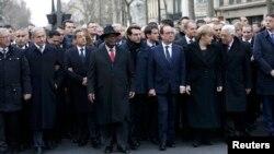 Политики, принимающие участие в марше единства в Париже в память о жертвах терактов. 11 января 2015 года.