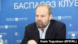 Джон Далхуисен, директор программ Amnesty International по Европе и Центральной Азии. Алматы, 3 марта 2016 года.