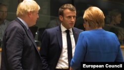 Soldan sağa: Boris Johnson, Emmanuel Macron və Angela Merkel