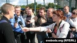 ყოფილი პოლიტპატიმარი ალეს კირკევიჩი ციხიდან გათავისუფლების შემდეგ
